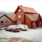 Lori standing in front of the lovely restored Norwegian farmhouse at Nedreberg.